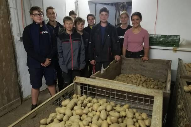 Die Schüler/innen der LFS Althofen sind stolz auf die heurige Kartoffelernte